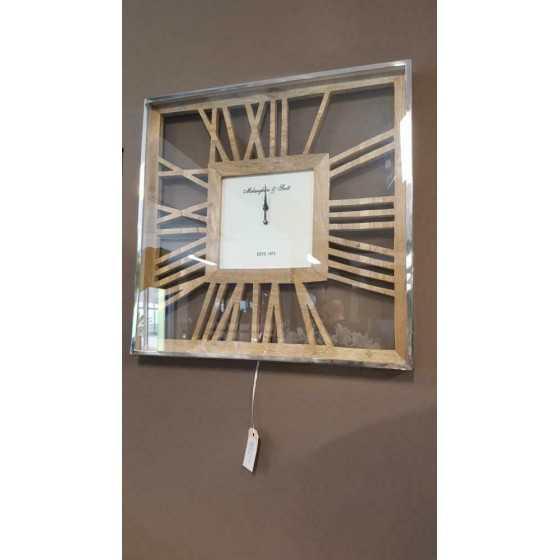 Zilveren klok met houten details industrieel