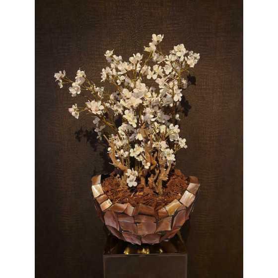 Opgemaakte schelpenvaas broken bowl 40 cm met bloesem