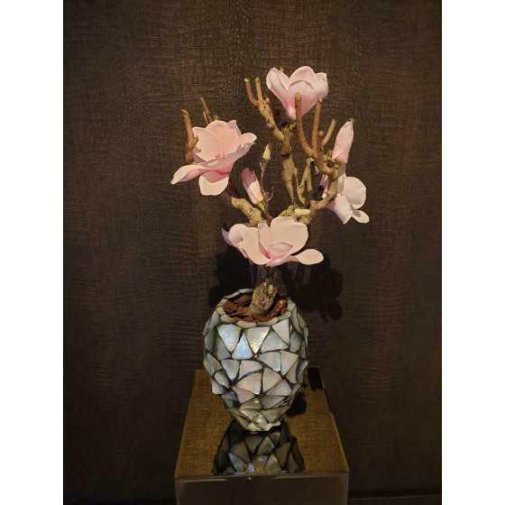 Opgemaakte schelpenvaas pot zilver met magnolia