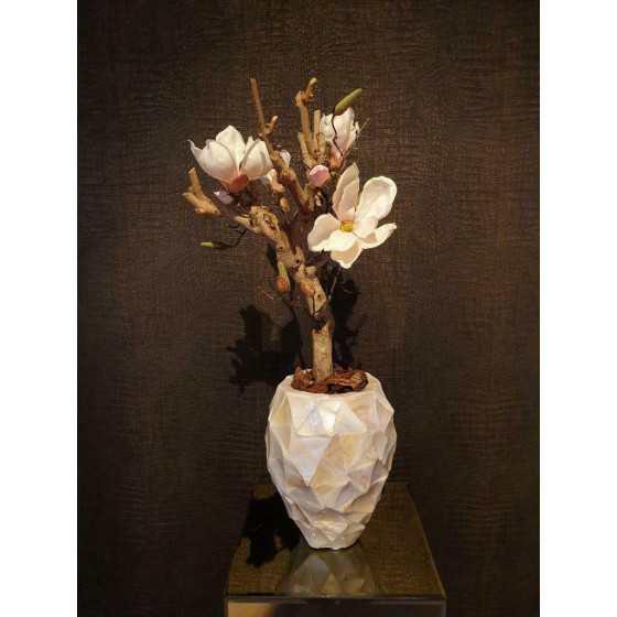 Opgemaakte schelpenvaas pot wit met magnolia