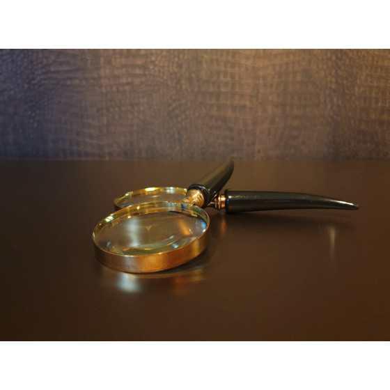 Vergrootglas gouden rand met zwart handvat