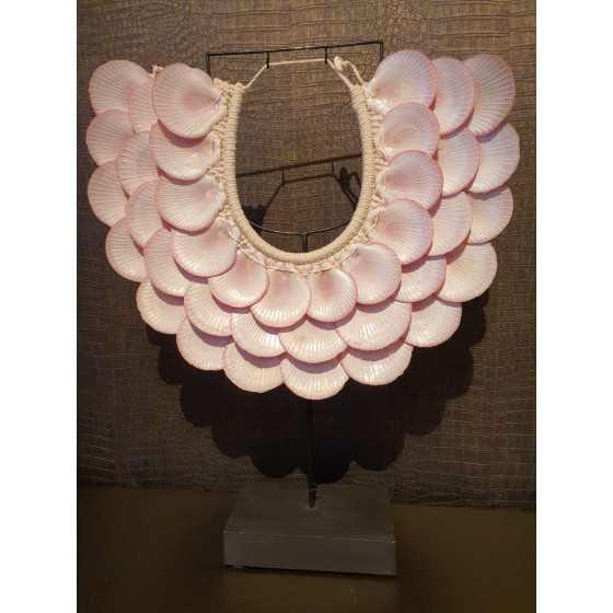 Roze getinte schelpenkrans op statief XL 40cm